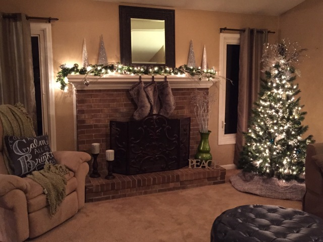 Simple, Modern Christmas Decorating